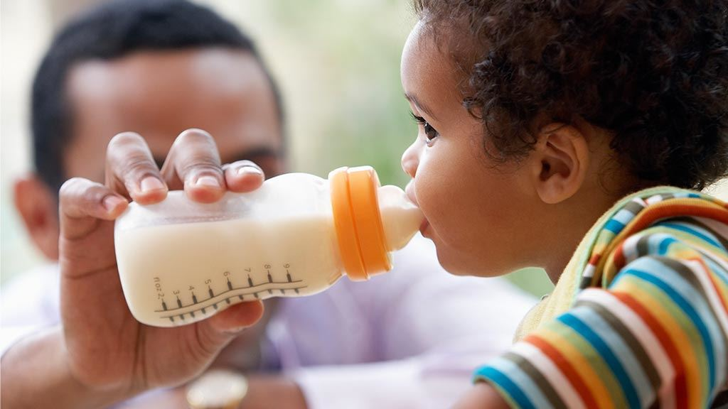 Guide to bottle feeding baby - feeding your baby - CHOICE